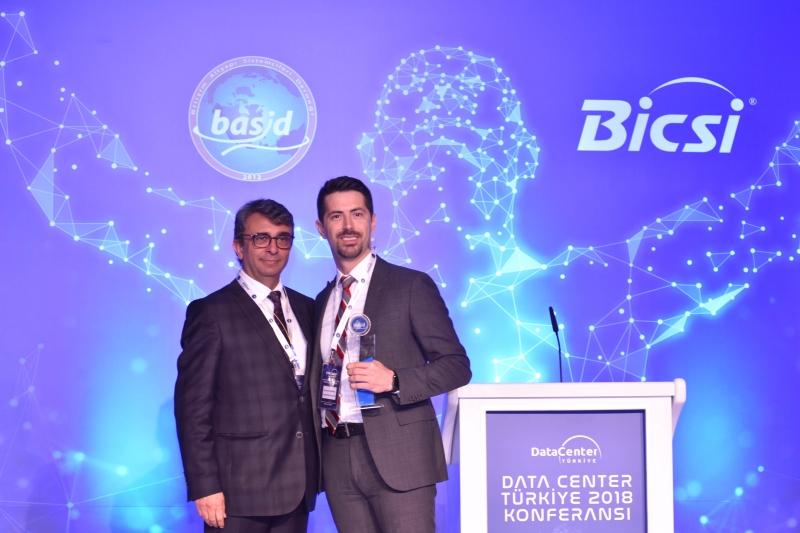 """2013 yılından beri düzenlenen ve bu sene 5.si gerçekleşen Data Center Türkiye Konferansı,""""Veri Merkezlerinin Geleceği ve Bulut Teknolojilerinde Hibrit Yapılanma""""ana temasıyla 8 Mayıs 2018 tarihinde Wyndham Grand Levent Hotel, İstanbul'da düzenlendi."""