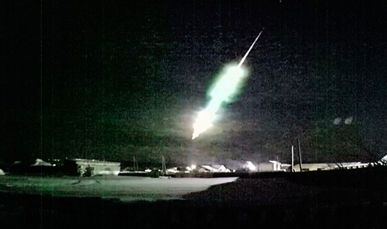Büyük bir meteor Dünya'ya
