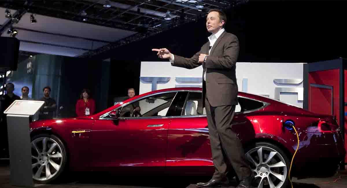 Tesla otonom sürüş sisteminin Elon Musk tarafından yapılan açıklamalardaki kadar iyi olmadığını kabul etti